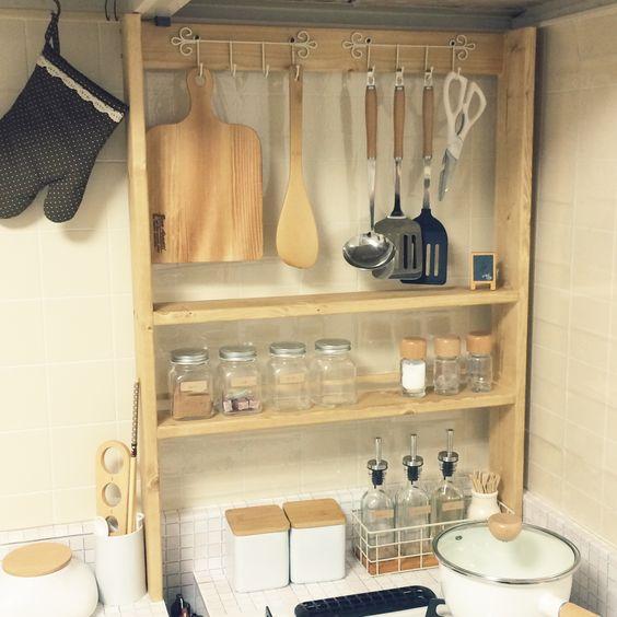 他总算办了件聪明事,厨房吊柜和地柜之间,多加个窄柜,收纳超足