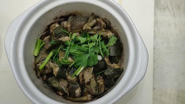 焗塘鲺鱼煲的做法