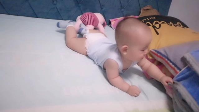 我宝宝六个半月了,白天爱睡觉缺什么吗