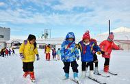 新疆阿勒泰市中小学将体育课搬进滑雪场
