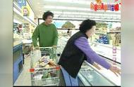 搞笑一家人:让吃货们去逛超市,购物的感觉真是太好啦!