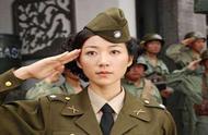 杨幂穿军装英气,baby最妩媚,但说到底还是她穿着军装最好看