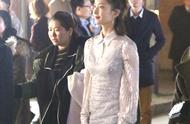 江疏影着白色仙裙捞金 气质优雅 恬淡如菊