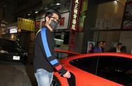 郭富城和亲友去铜锣湾吃火锅谈婚礼,拒答记者提问开橙色跑车离去