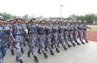陆军新兵结业典礼暨阅兵仪式,兵哥哥们走队列踢正步,真的超级帅