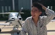 小伙用飞机螺旋桨吹头发,真是作死,结果头发都没了