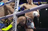 中国小伙惨失比赛!铁拳对拼竟用力过猛胳膊脱臼,观众都心疼了!