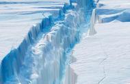 南极最大冰架终于崩塌,五千平方公里超级冰山入海,来往船只小心了!