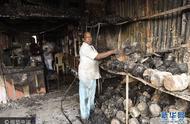 印度新德里一市场发生火灾 近50家商铺烧毁