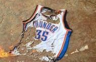 NBA近年来10大球迷烧球衣事件:韦德库里最冤,詹姆斯两次上榜