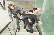 老油條告訴你:為什么同事之間不能做朋友?朋友不能合伙開公司?