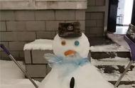 兵哥哥在堆雪人呢,啊哈哈哈哈哈哈哈哈哈哈