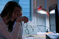 医生提醒:经常熬夜的人,身体会有7个变化,和正常人不同!