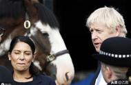 """亲弟弟宣布从内阁辞职,英首相约翰逊""""脱欧""""遭遇""""众叛亲离"""""""
