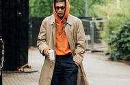 连帽卫衣只用来单穿?那就是一种浪费,搭配这5款外套造型更帅气