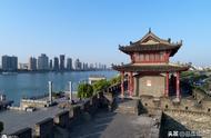 湖北襄阳:作为强三线城市,树立郭靖与黄蓉的雕像是锦上添花