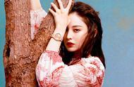 古力娜扎最新大片,扎高马尾玩转复古时尚,油画质感太高级