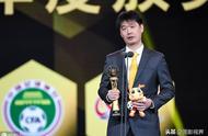 2019赛季中超落幕,李霄鹏当选中超年度最佳教练,蝉联第二次获奖