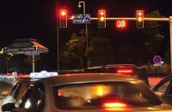 越来越多城市红绿灯取消了读秒,这有什么好处吗?
