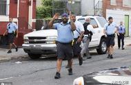 美国费城发生枪击案,至少6名警察受伤,枪手持枪对峙7小时后被捕