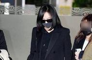 宋茜抵达韩国视频曝光,面容憔悴全程无语,因未悼念雪莉曾遭质疑