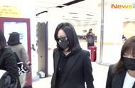宋茜抵达韩国,一身黑装,戴着墨镜口罩,遮挡严实,让人看得心疼