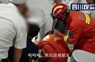 消防员现场救援