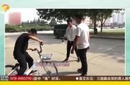 最有爱寝室!寝室三人教一人骑自行车,亲力亲为手把手教学!