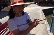 日本女学生暑假和哥哥钓鱼,没想钓上一只龟,真是卡哇伊!