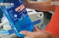 """心太大!男子加油站买瓶""""蓝色饮料"""",一口喝下去住进医院"""