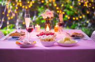 出国旅游的话,会在国外吃中餐还是选择当地特色菜呢?