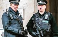 两男子宣扬恐怖主义,英国警方将其拘捕,调查仍在继续