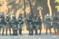 """香港理工大学""""激战"""",正对峙,港警突然给暴徒放了三首歌"""