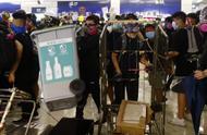 """香港""""黑衣人""""打砸地铁站,却还享受专列护送待遇,媒体怒批:""""港铁掂量过轻重吗?"""""""