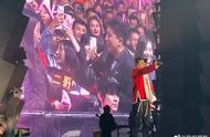 王力宏演唱会为三对粉丝证婚,大家呼吁他发展副业