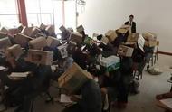 防作弊神器?墨西哥老师给学生头上套纸箱子防止考试偷抄