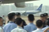 """刚刚,3架包机抵厦!244名""""杀猪盘""""诈骗嫌犯从菲律宾被押解回国"""