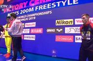 振奋!颁奖典礼再现霍顿同款举动,孙杨对英国选手斯科特霸气喊话