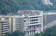 组图|好神奇!重庆这栋楼一楼是加油站,六楼还是加油站