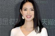 白色的張梓琳真美,長發披肩,優雅動人,不愧是超模