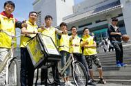 大学生小哥骑自行车飞奔 哈尔滨一高校推出食堂送餐服务