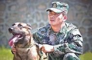 军人退役不舍军犬留在部队,努力半年,终于带着狗狗回了家