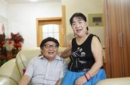 成都金婚夫妇相濡以沫50年,78岁丈夫坚持每年为妻子写诗