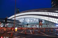 香港西九龙站夜幕中亮灯作为新地标十分好辨认!静待正式运营!