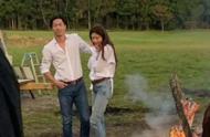 网友偶遇林志玲与老公在青岛拍婚纱照,白衬衫情侣装深情对视好甜