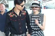 林志玲与丈夫婚后现身,抱99朵玫瑰太幸福,一路同行十指紧扣