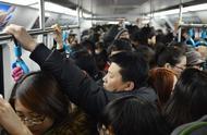 大城市90后生活现状:租房挤地铁上班,工资不够花买不起房。