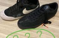 王一博鞋破了,不过这么厚的鞋怎么破的。粉丝只看到了哥哥小炸毛