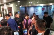 周杰伦出席广州活动,粉丝买奶茶论桶装