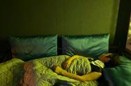 何炅回应每天睡三小时:健康作息很重要,不止睡三小时